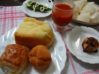 エブリワンのパンで朝御飯