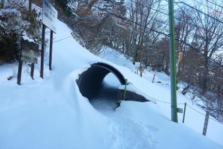 リフト下のトンネル