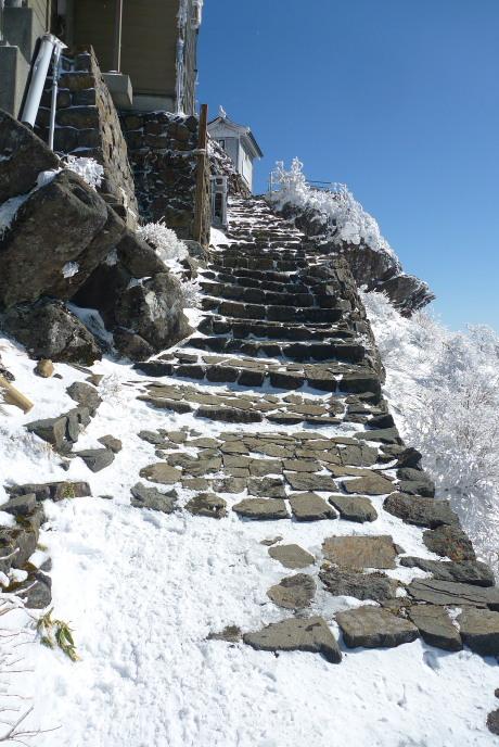 山頂への石段