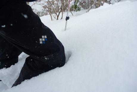 膝までの雪