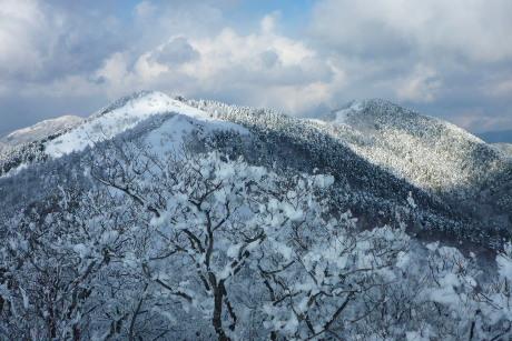 中央嶺と泉山