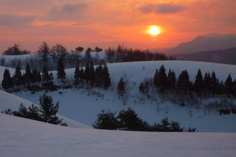 丘の向こうの日の出