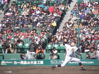 写真キャプション=和歌山智弁に全身全霊を掛けて立ち向かった鎌田投手