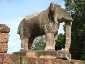 東メボンの象の像