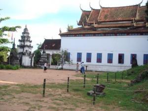 反対側隣のお寺