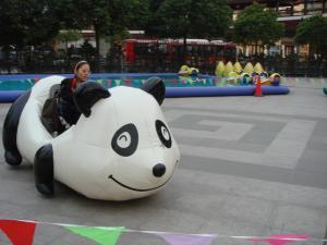 龍華寺前のパンダ