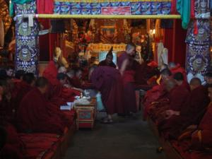 試験中の僧侶