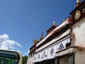 セラ寺と青い空