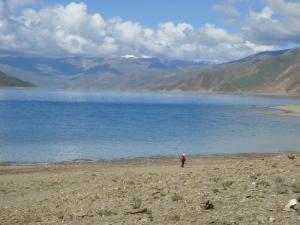 ヤムドゥク湖岸