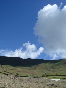 ヤムドゥク湖から見た青空