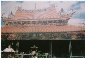 ベニヤ板の龍山寺