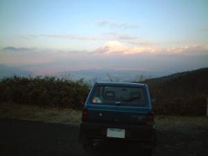 朝焼けの富士山とパンダ
