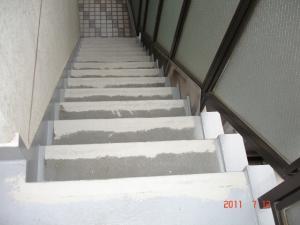 下地補修をした階段