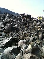 12阿蘇山高岳登山途中で、これから登る道