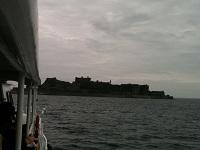 22軍艦島に観光船で近づいて