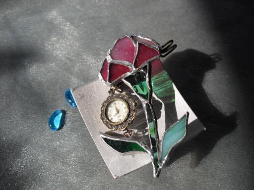 カーネーション時計ブローチ2