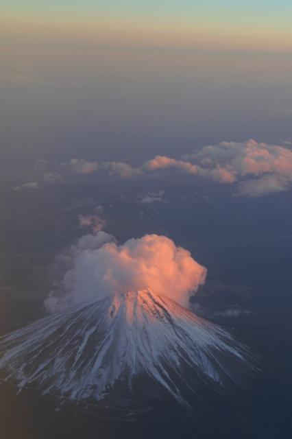 H19.12.15 : JALの機上から。 富士山