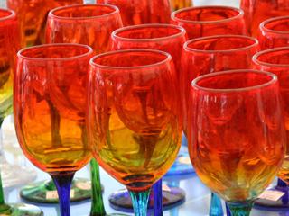 琉球ガラスの赤いワイングラス
