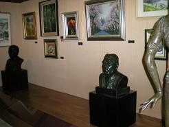 許会長から金沢市に贈呈された八田技師の胸像も展示
